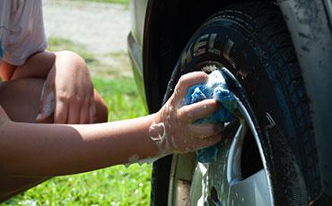 Tvättar bildäck